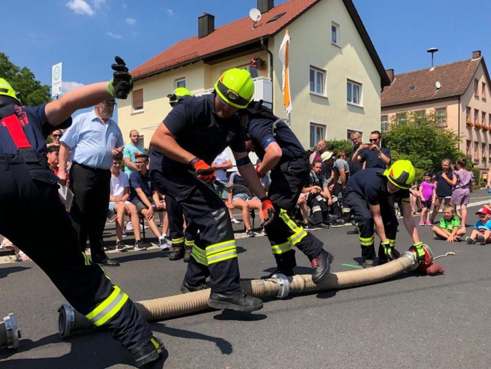Saugleitungskuppeln beim Feuerwehrfest in Frankenbrunn