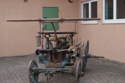 Historische Handpumpe der Feuerwehr Oberthulba